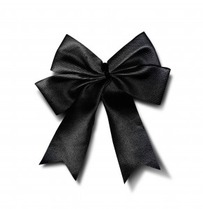 Black Ribbon: Schleife als Kleidungsdekoration
